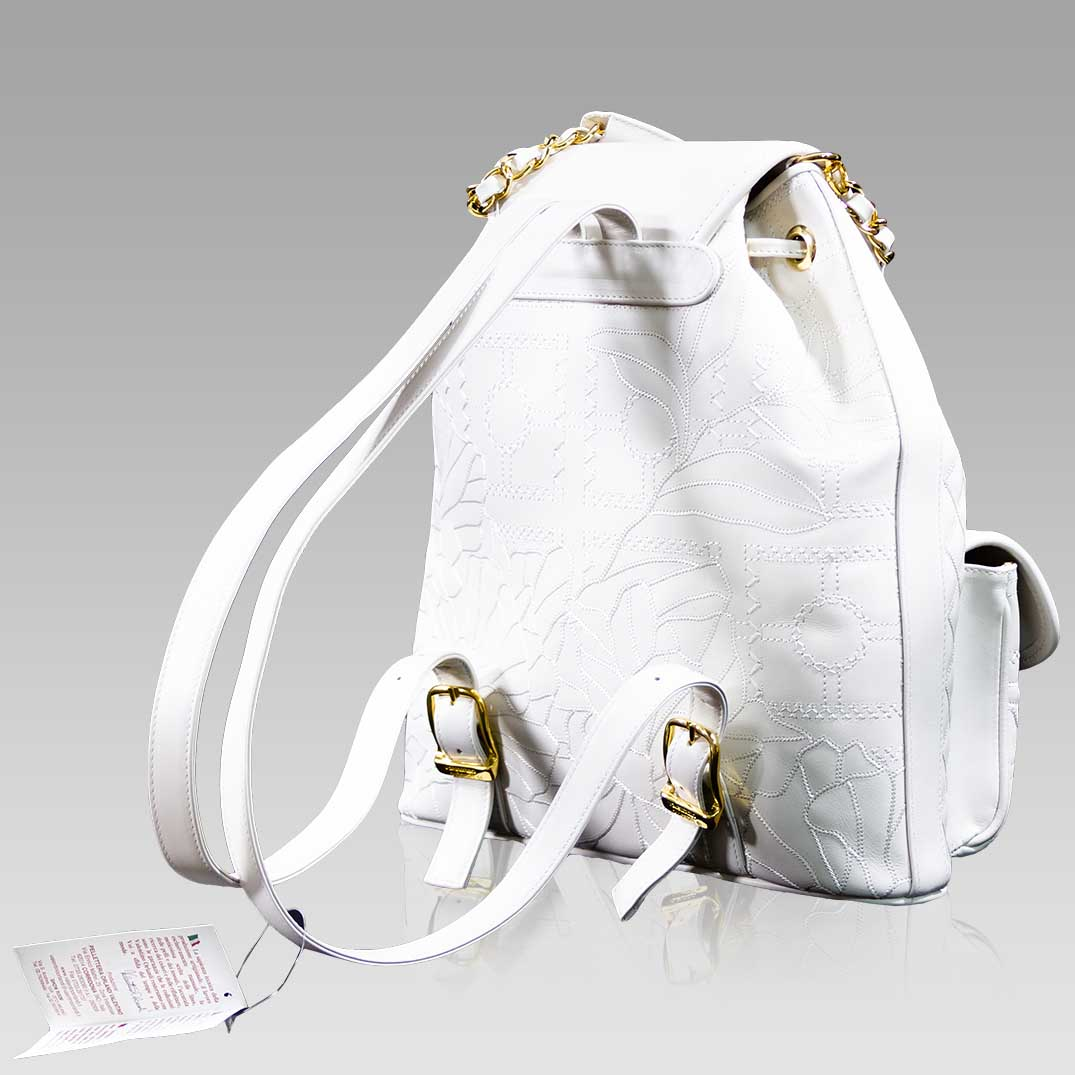 Valentino_Orlandi_Large_Backpack_Alabaster_Chanel_Leather_Bucket_Bag_01VO6125CLWH_01.jpg